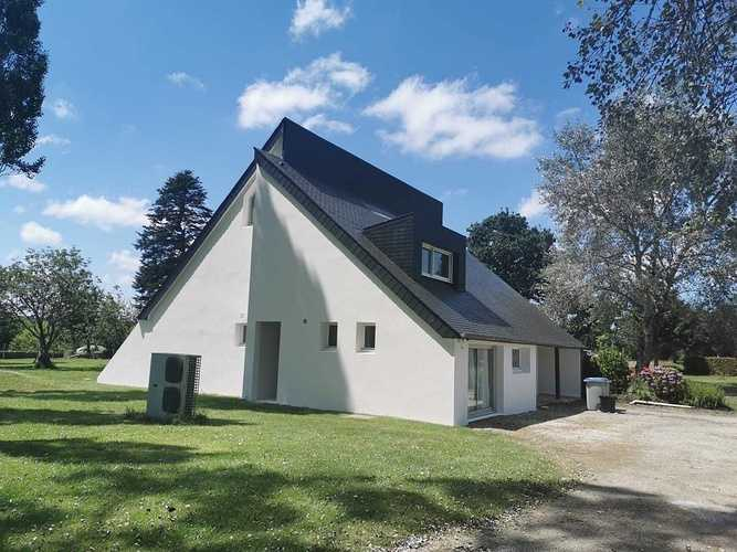Rénovation complète d''une toiture et d''une façade 0a702c828-5118-4344-ab21-62ff974ed63b
